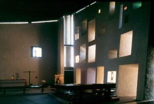 03_Le Corbusier_Ronchamp_interior_photo Paul K