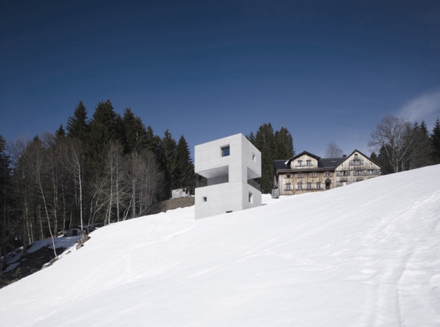 10.Austria_mountain cabin laterns 05 ∏ marc lins_72dpi