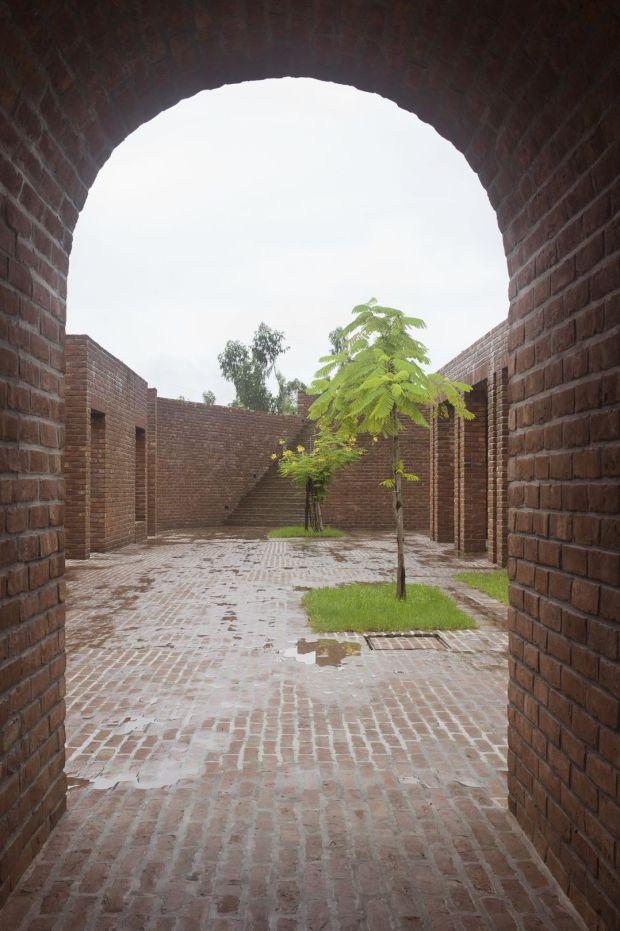 14_friendship-centre-kashef-mahboob-chowdhury-urbana_06_view_towards_entry_-photo_-_kashef_chowdhury-