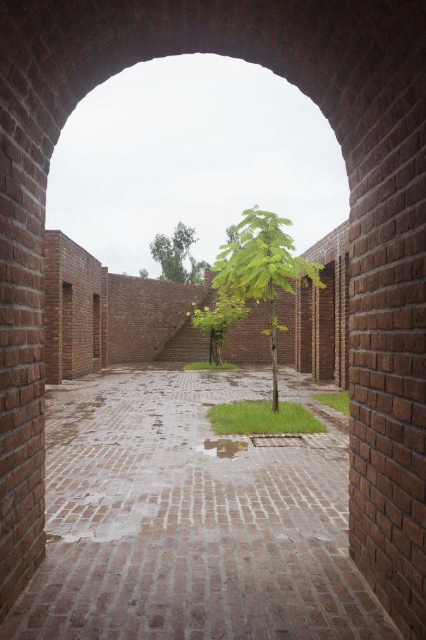14_friendship-centre-kashef-mahboob-chowdhury-urbana_06_view_towards_entry_-photo_-_kashef_chowdhury-