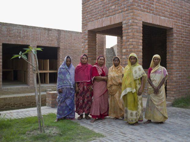 14_friendship-centre-kashef-mahboob-chowdhury-urbana_09_maintenance_staff_-photo_-_eric_chenal-