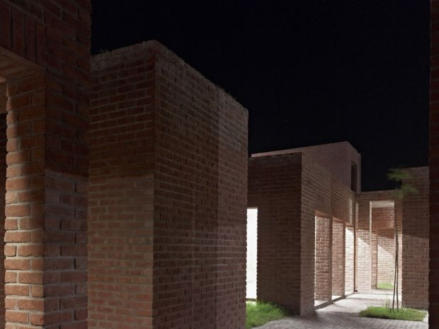 14_friendship-centre-kashef-mahboob-chowdhury-urbana_11_night_view_of_meeting_rooms_-photo_-_eric_chenal-
