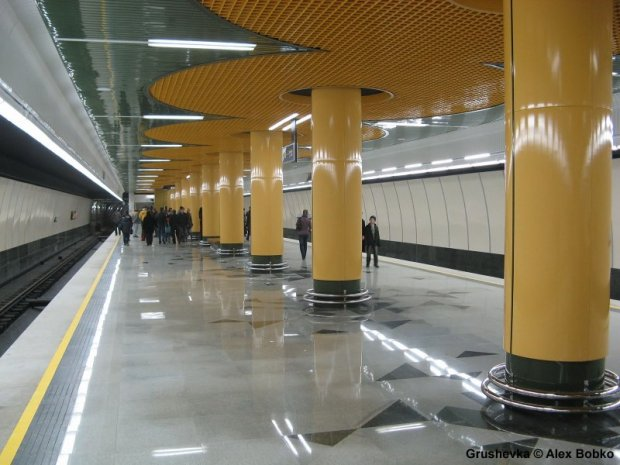 16_Belarus_Minsk_Metro_L1-Grushevka_Alex_Bobko