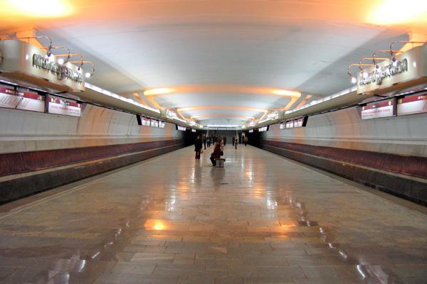 16_Belarus_Minsk_Metro_L2_Molodezhnaya_Alexei_Bobko
