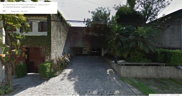 24.Brazil_residencia-jose roberto-filippelli_ruy_ohtake_living-area_google maps