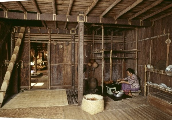 25.Brunei-Longhouse_interior_cooking