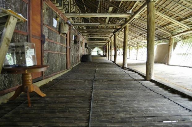 25.Brunei_borneo-longhouse-interior