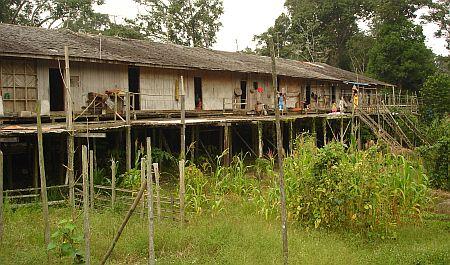 25. Brunei_Dayak-Longhouse