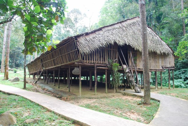 25.Brunei_longhouse-side-view