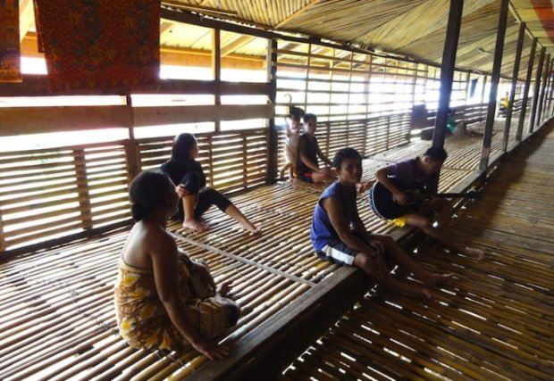 25.Brunei_Longhouse_interrior