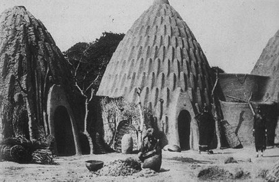 30.Cameroon_musgum-mud-house_historic image_DB_10