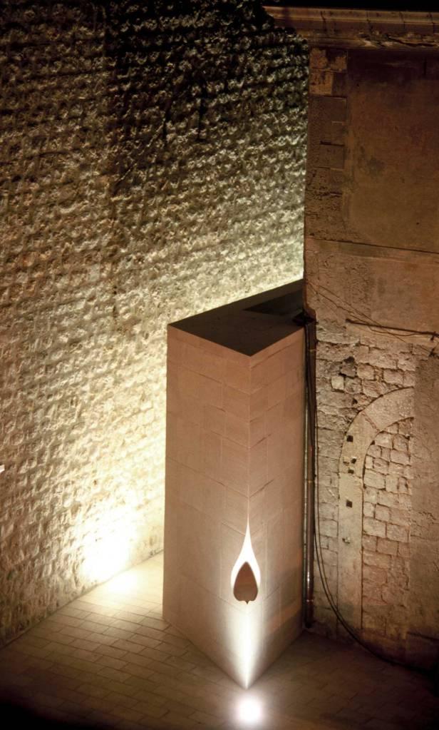 43_Croatia_public-lavatory_Nenad-Fabijanic_protruding-corner