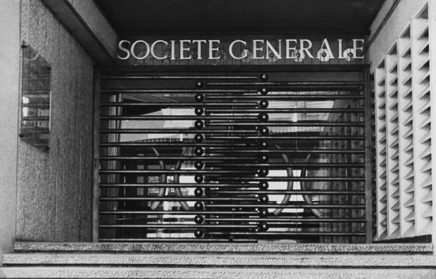 Entrée d'une agence Société Générale à Abidjan (1955)